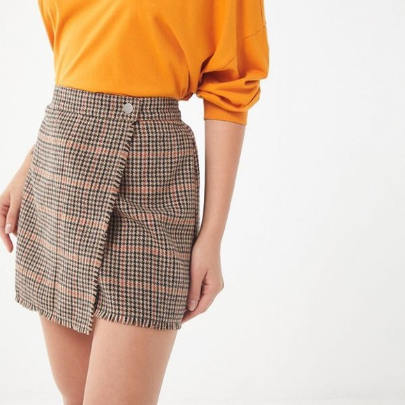 Urban Outfitters Dresses & Skirts - Urban Outfitters Teryn Houndstooth Fray Wrap Skirt